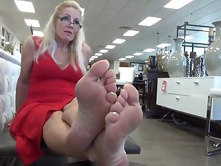 demur 62 year old size 10 soles feet